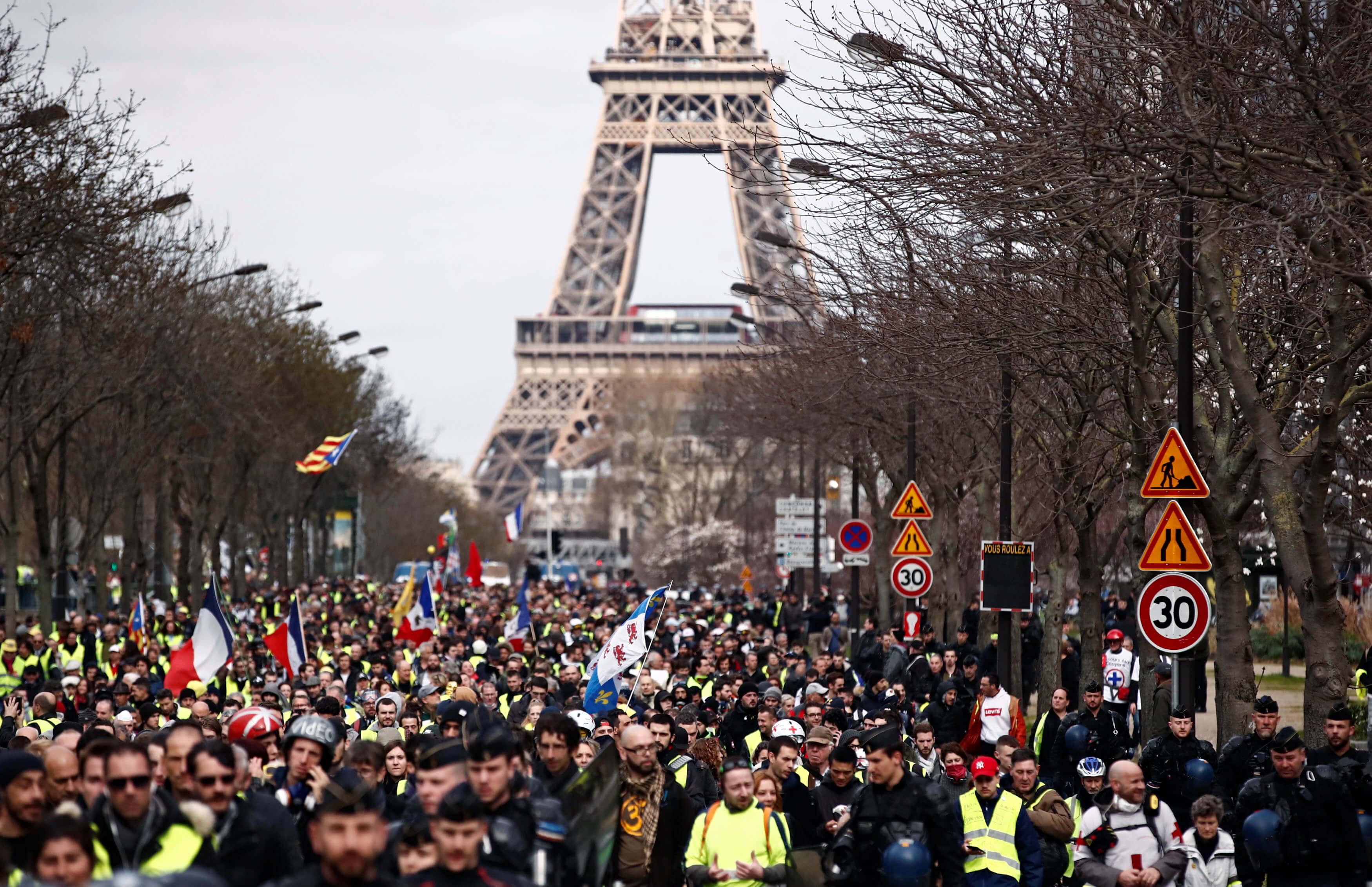 """Γαλλία: Η αστυνομία απαγόρευσε διαδήλωση από τα """"Κίτρινα Γιλέκα"""""""
