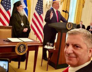 Το… photobombing του Πατούλη στον Τραμπ!