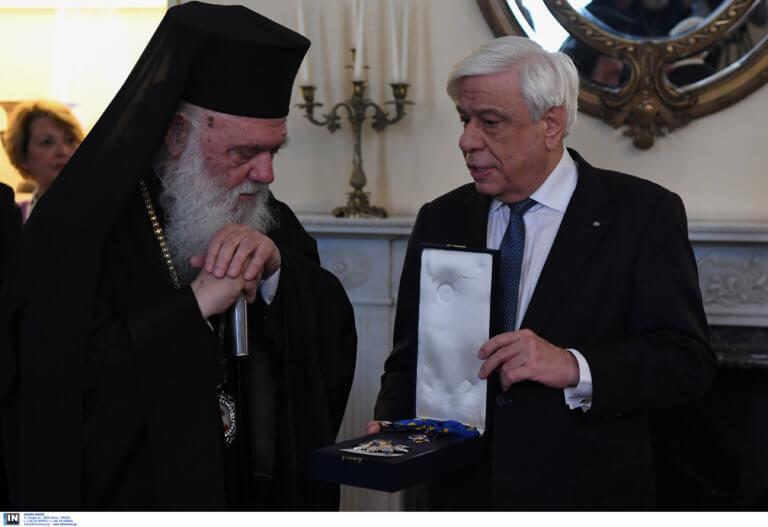 Παρασημοφορήθηκε από τον ΠτΔ ο Αρχιεπίσκοπος Ιερώνυμος! Ζήτησε συμπόρευση Πολιτείας και Εκκλησίας
