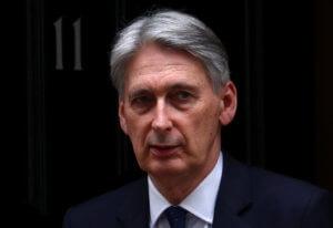 Brexit: Συμφωνία και όχι ανατροπή της Μέι ζητά ο υπουργός Οικονομικών