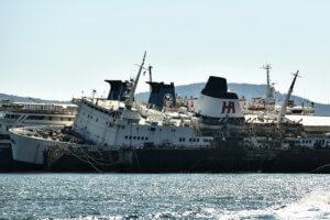 Συναγερμός στην Ελευσίνα – Αντιρρυπαντικό φράγμα γύρω από το πλοίο Πηνελόπη Α [pics]