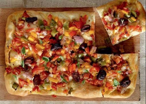 Εκπληκτική συνταγή για νηστίσιμη πίτσα!