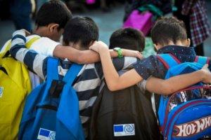 Κόνιτσα: Ρατσιστές και άνανδροι – Θύελλα μετά την επίθεση σε ασυνόδευτα προσφυγόπουλα που έπαιζαν!