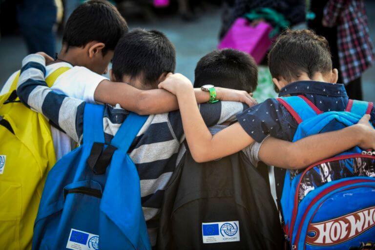 Κόνιτσα: Επίθεση κουκουλοφόρων σε προσφυγόπουλα με σιδερολοστούς!
