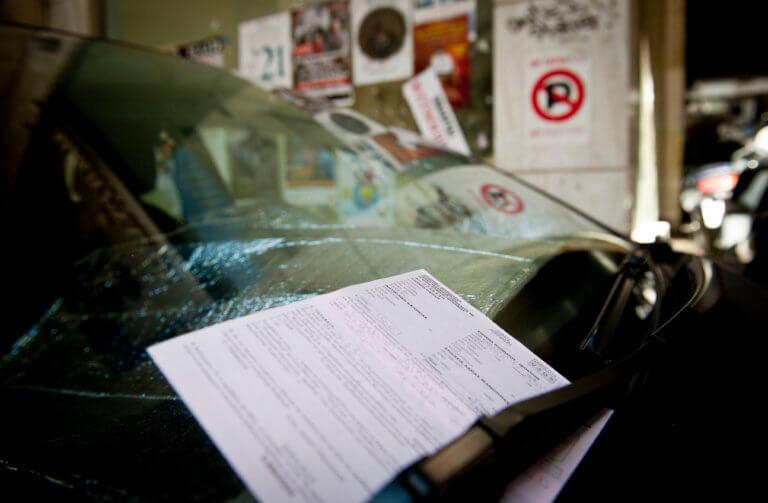 """Τσικνοπέμπτη: 85 οδηγούς """"τσίμπησε"""" η Τροχαία να οδηγούν υπό την επήρεια αλκοόλ"""