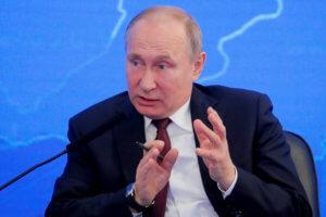 Έξι στους δέκα Ρώσους εγκρίνουν το έργο του Πούτιν – Τι λένε για Μενβέντεφ