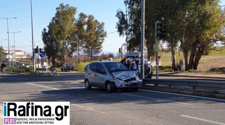 """Ραφήνα: """"Σμπαράλια"""" δύο αυτοκίνητα στην Μαραθώνος [pics]"""