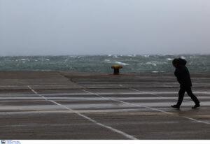 Καιρός: Θυελλώδεις άνεμοι, απαγορευτικό και κρύο