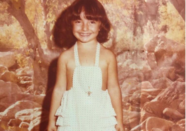Το κοριτσάκι της φωτογραφίας είναι Ελληνίδα celebrity! Την αναγνωρίζεις; | Newsit.gr