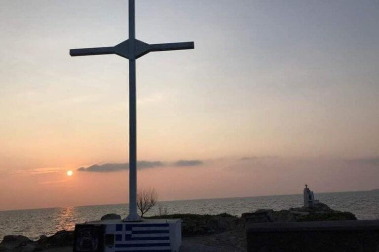 Λέσβος: Τοποθέτησαν νέο σταυρό στην Απελή – Ένταση και 33 συλλήψεις   Newsit.gr