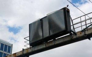 Αυτή είναι η πινακίδα στην Συγγρού που παραλίγο να προκαλέσει ατυχήματα