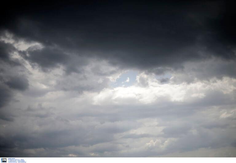 Καιρός: Ακεφιές, συννεφιές και λίγες βροχές