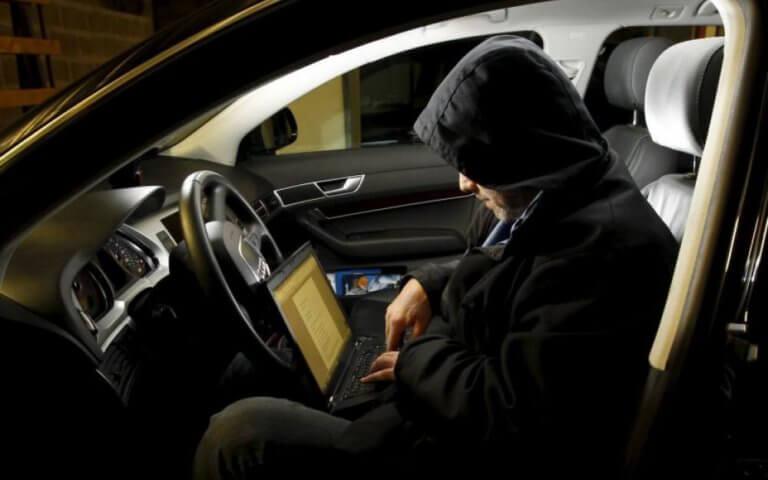Πόσο εύκολα μπορούν να σας κλέψουν το αυτοκίνητο; [vid]