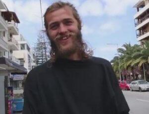 Ρέθυμνο: Αυτός είναι ο ξανθός τουρίστας που έγινε θέμα συζήτησης – Τον σταμάτησε περαστικός – video
