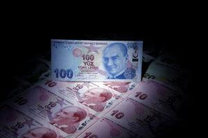 Ασταμάτητη κατηφόρα για την τουρκική λίρα