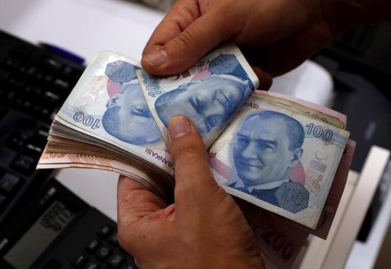 Τουρκία: Νέα πτώση για τη λίρα στη σκιά των εκλογών και της εμπλοκής με τα F35