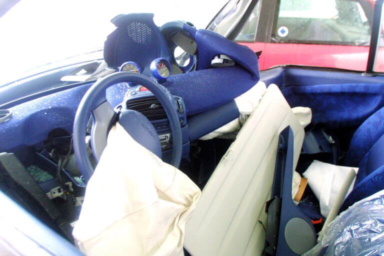 Θεσσαλονίκη: Αυτοκίνητο καρφώθηκε σε τοίχο – Έπαθαν σοκ όταν άνοιξαν το πορτ μπαγκάζ! | Newsit.gr