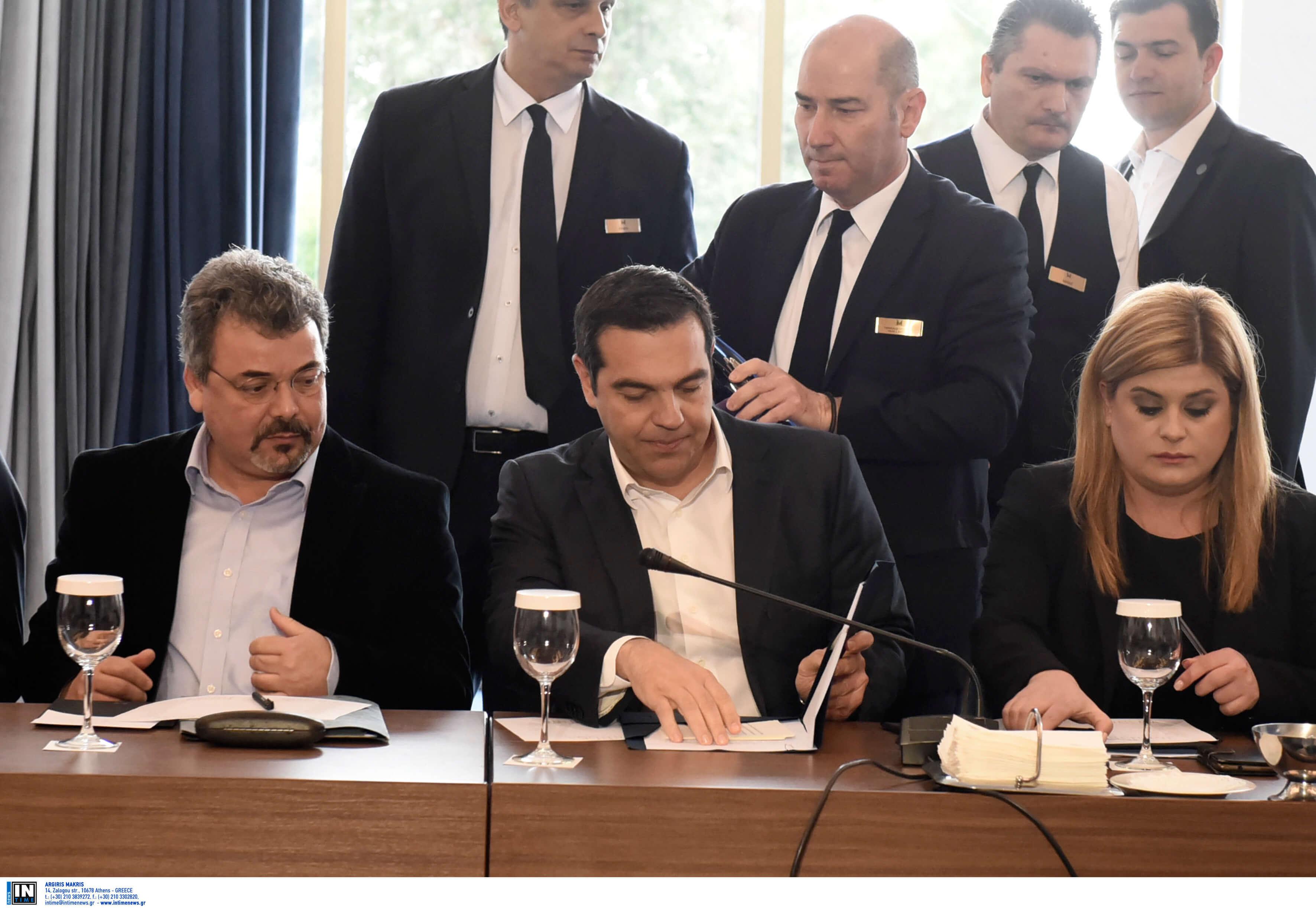 Τσίπρας στην Θεσσαλονίκη: Παράπονα για τα «Μακεδονικά κρασιά» και γκρίνια από επιχειρηματίες