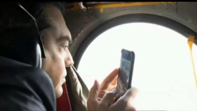Ο Τσίπρας στο ελικόπτερο την ώρα της αερομαχίας πάνω από το Αγαθονήσι [video]