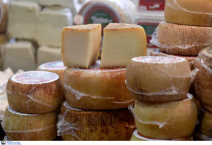 Δέσμευσαν 5,8 τόνους ακατάλληλο τυρί!