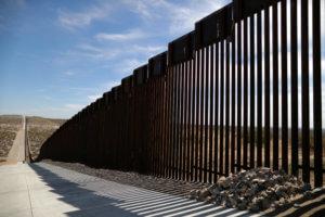 """Νέο """"άκυρο"""" σε Τραμπ για το τείχος στα σύνορα με Μεξικό"""