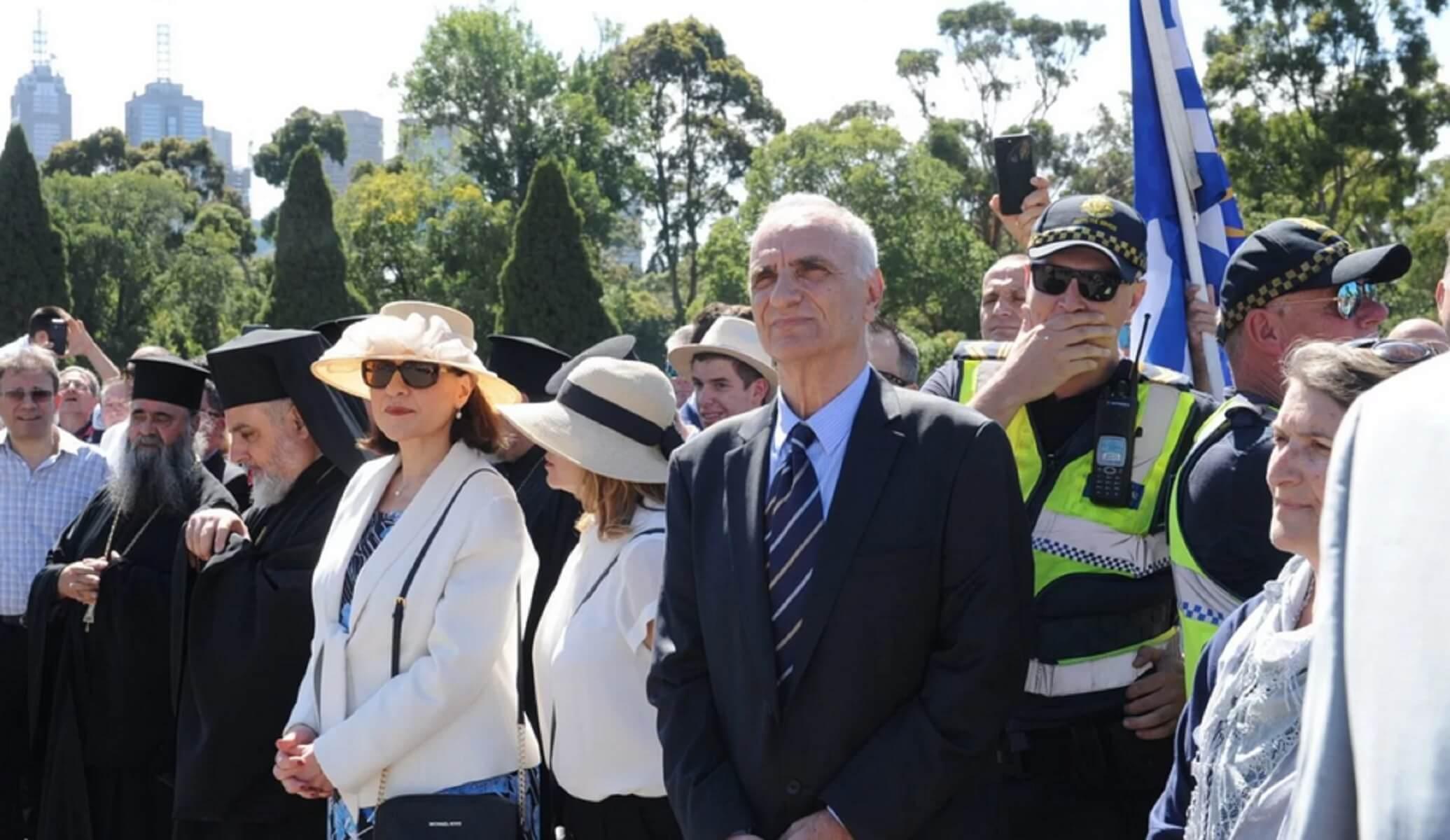 """Αποδοκίμασαν τον Βαρεμένο στην Αυστραλία! Φώναζαν """"προδότη"""" και """"αλήτη"""""""