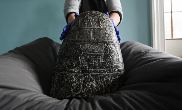"""Η Βρετανία επέστρεψε στο Ιράκ αρχαίο """"θησαυρό"""" της Βαβυλώνας"""