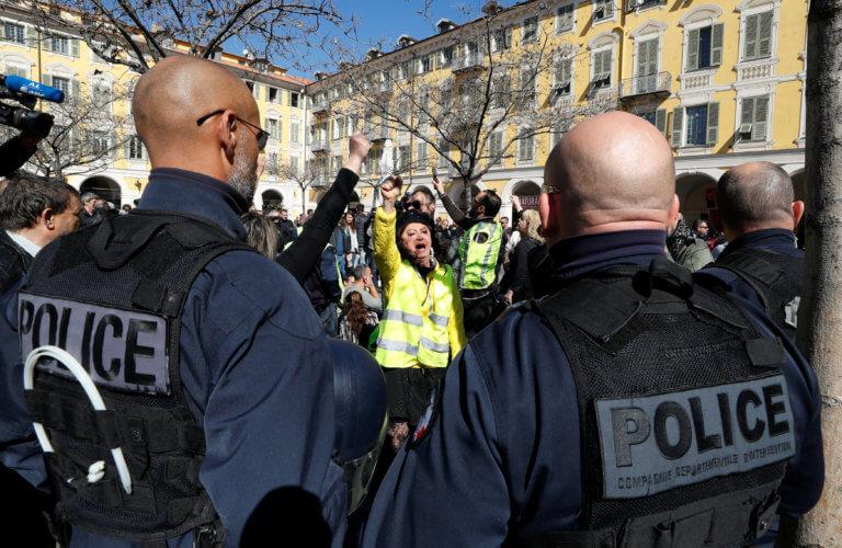 """Γαλλία: """"Μάχες"""" των Αρχών με τα κίτρινα γιλέκα"""