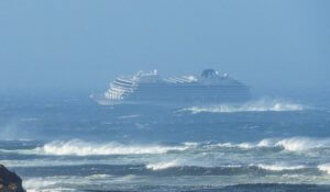 Viking Sky: Με αργούς ρυθμούς η διάσωση των επιβατών – Λειτούργησαν τρεις μηχανές του πλοίου
