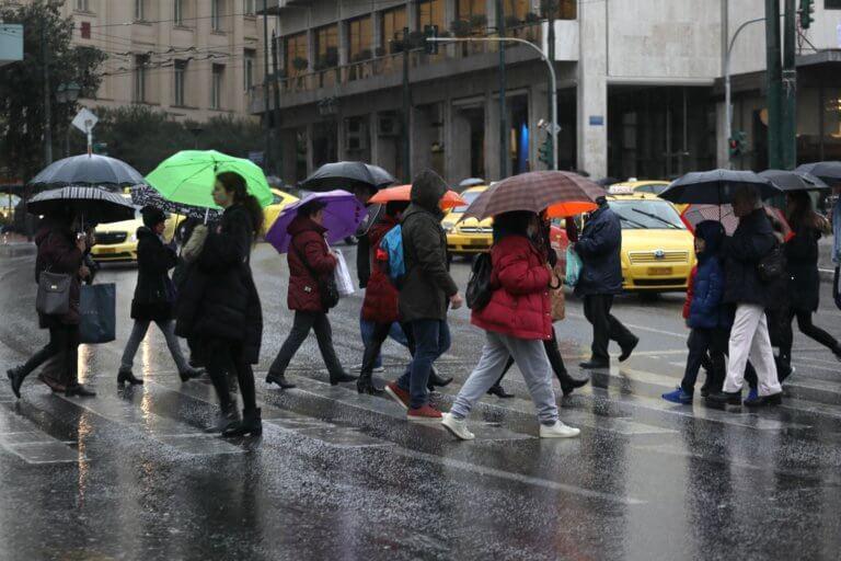 Καιρός αύριο: Βροχές, ομίχλες και πτώση της θερμοκρασίας – Αναλυτική πρόγνωση