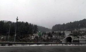 Τρίκαλα: Χιονίζει στο Μαλακάσι – video