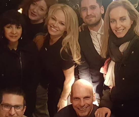 Γιάνης Βαρουφάκης: Γιατί ποζάρει μαζί με την Pamela Anderson;