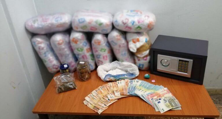 Θεσσαλονίκη: Τους έκαναν τσακωτούς στο αλισβερίσι ναρκωτικών – Νέες συλλήψεις από την αστυνομία [pic]