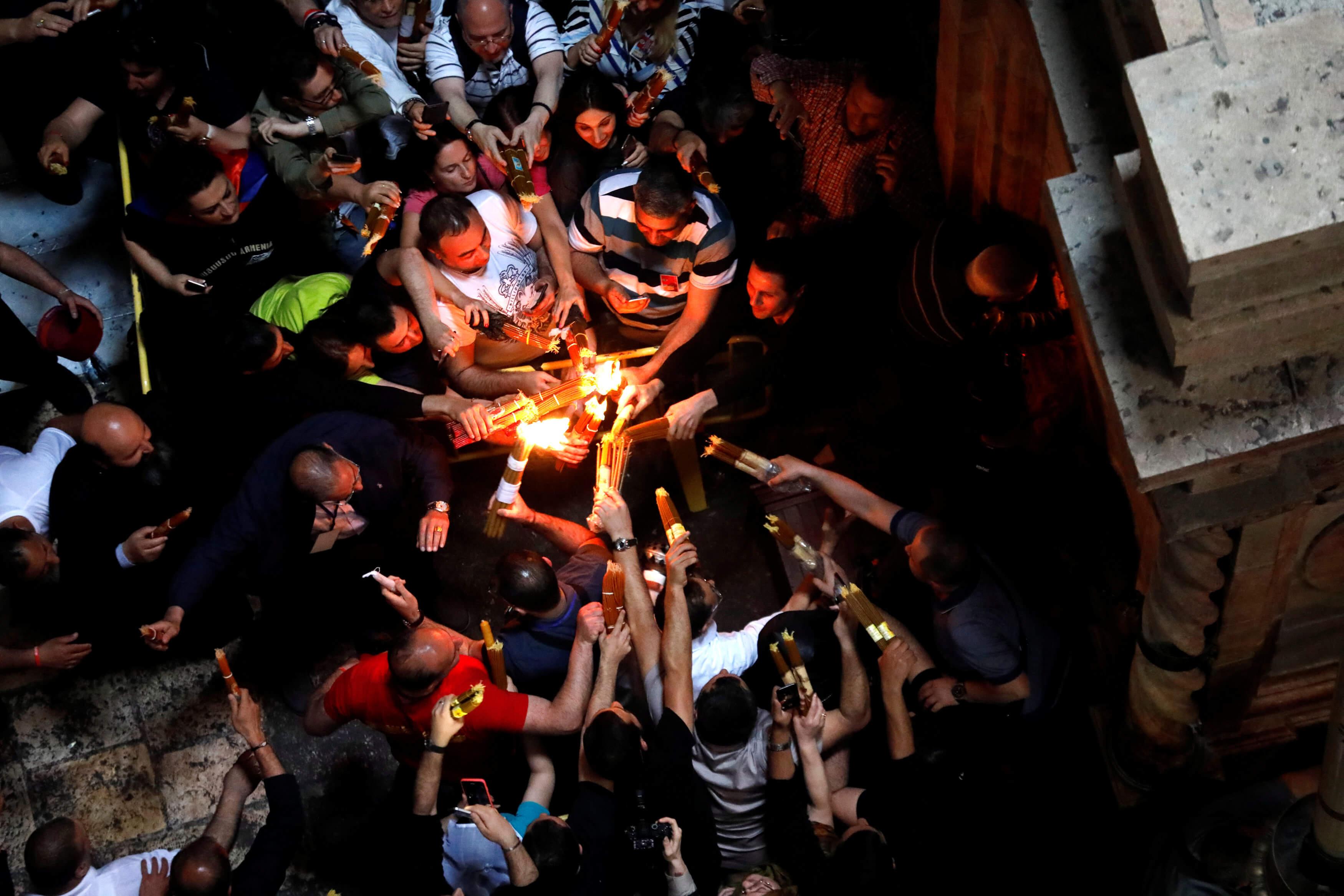 Άγιο Φως: Με μεγάλη καθυστέρηση η άφιξη – Στο αεροδρόμιο της Ελευσίνας η υποδοχή