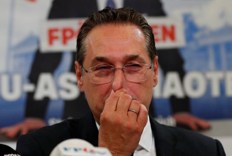 Με «αντιμεταναστευτική σημαία» ζητά την ψήφο ο Αυστριακός ακροδεξιός Στράχε