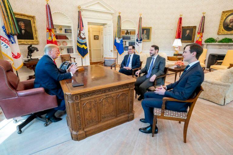 Ο Μπεράτ Αλμπαϊράκ συναντήθηκε στις ΗΠΑ με τον Ντόναλντ Τραμπ