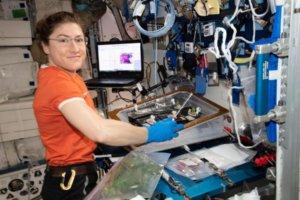 Η αστροναύτης Κριστίνα Κοχ σπάει το παγκόσμιο ρεκόρ παραμονής γυναίκας στο Διάστημα