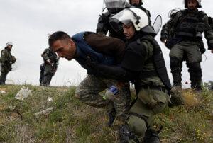 Καζάνι που «βράζει» το προσφυγικό – Φεύγουν οι μετανάστες από τα Διαβατά