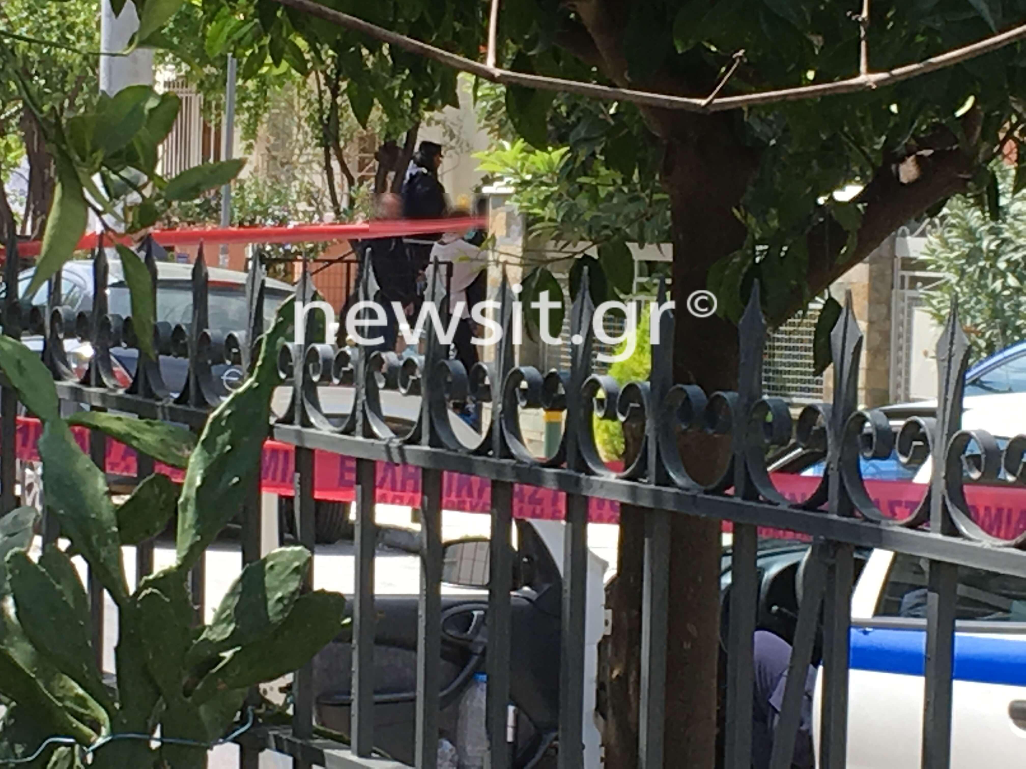 """Οικογενειακή τραγωδία στο Χαλάνδρι: """"Οι αστυνομικοί έκλαιγαν με αυτό που είδαν"""" – video"""