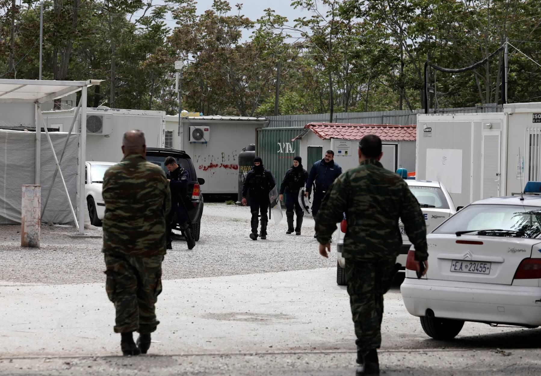 Ελαιώνας: Αστυνομική επιχείρηση για την απομάκρυνση παράτυπων μεταναστών
