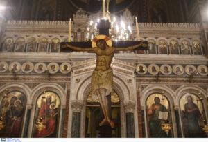"""Καστελόριζο: Οι """"φύλακες άγγελοι"""" της ιστορικής εκκλησίας – Μαγνητίζει τα βλέμματα το αρραβωνιασμένο ζευγάρι!"""