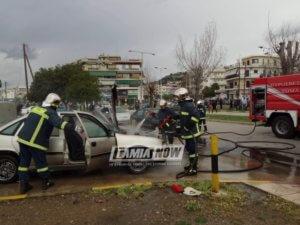 Λαμία: Λαμπάδιασε αυτοκίνητο εν κινήσει – pics, video