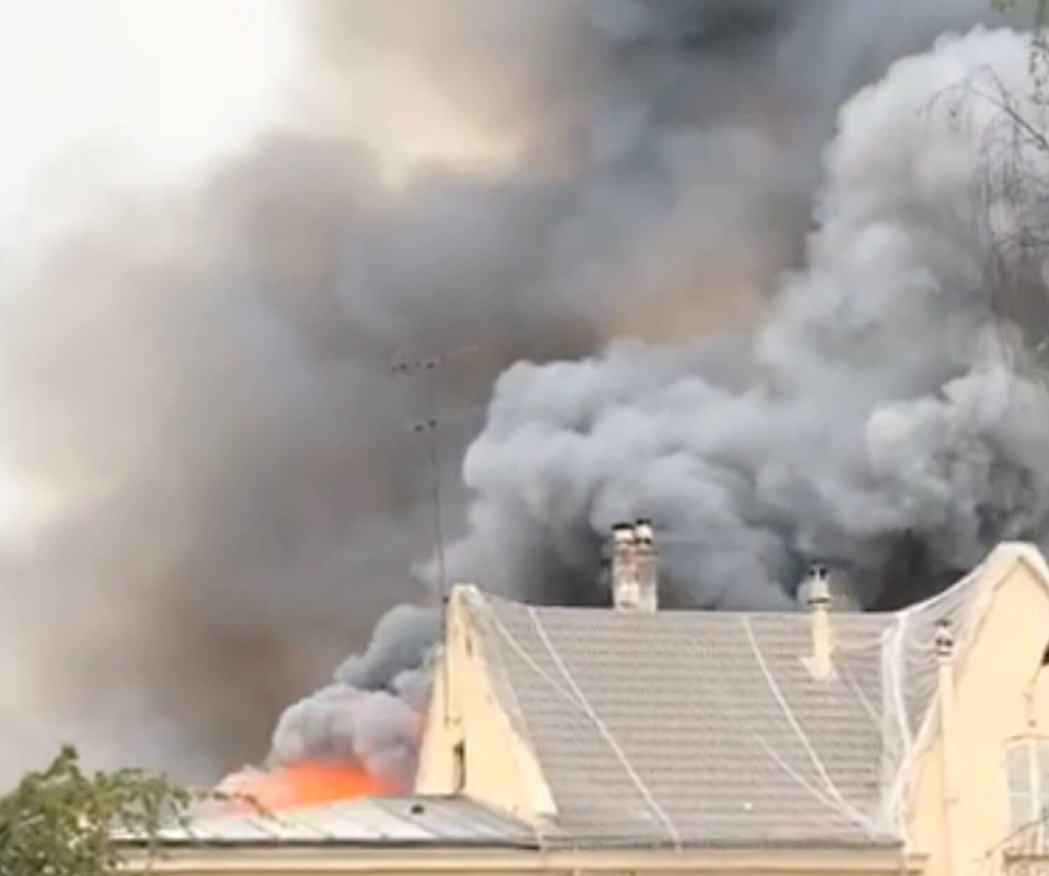 """Τρόμαξαν από τη νέα μεγάλη πυρκαγιά μια """"ανάσα"""" από τα Ανάκτορα των Βερσαλιών!"""