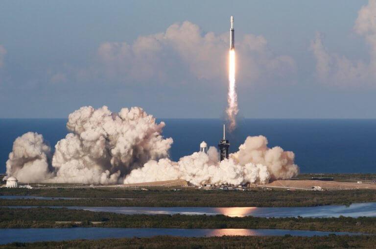 Κομμάτι του Falcon Heavy επέστρεψε από το Διάστημα και χάθηκε στη θαλασσοταραχή