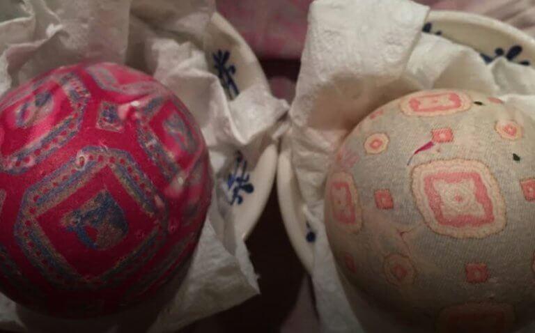 Βάψιμο αυγών με μεταξωτή γραβάτα!