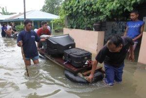 Φονικές πλημμύρες στην Ινδονησία – Δεκάδες νεκροί και αγνοούμενοι!
