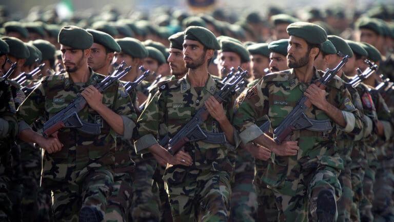 Θεαματική στρατιωτική παρέλαση στο Ιράν [video]