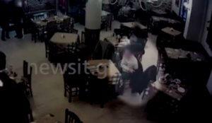 Βίντεο ντοκουμέντο: Η στιγμή που «ξαφρίζουν» πελάτη ταβέρνας