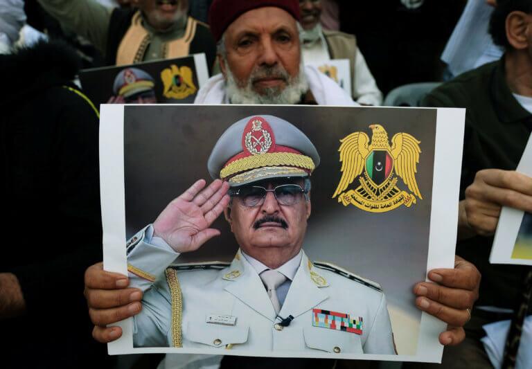 Στήριξη Τραμπ στον Χάφταρ ενώ μαίνεται ο εμφύλιος στην Λιβύη
