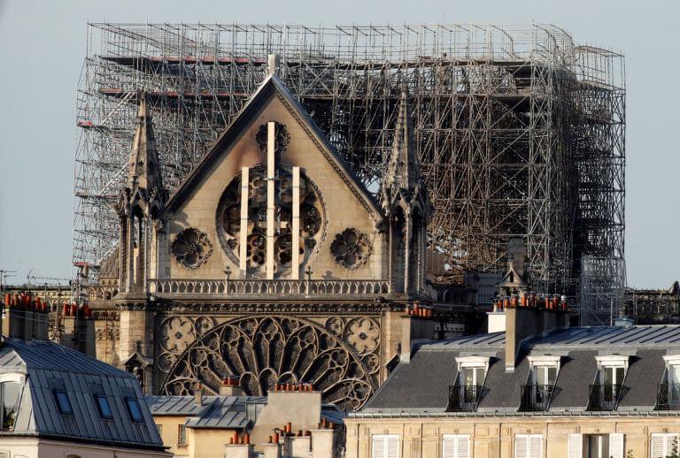 Παναγία των Παρισίων: Κάμερα ίσως έχει καταγράψει πώς ξεκίνησε η πυρκαγιά!